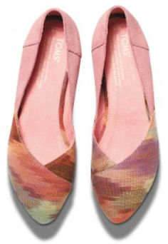 Pretty #pink #Toms flats http://rstyle.me/~1I1up