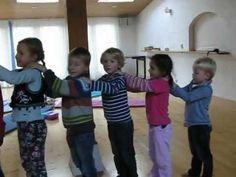 ▶ Zomaar een kinderyogales bij Pipita, praktijk voor OuderKind - YouTube