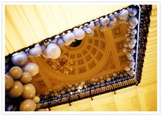 beautiful staircase of balloons!.....and the wedding is in London :)