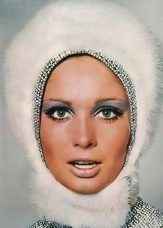 The 60s make up. Simple yet glamorous.. Oh the eyes!!