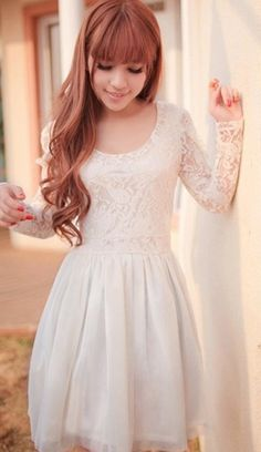 I love the long laced sleeves.