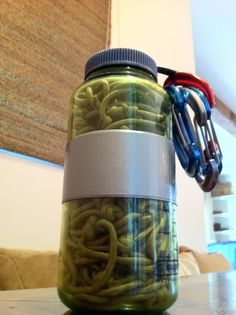 paracord multi-use hammock in a Nalgene. Instructions to make and ideas to use. (Just found my week end project!)