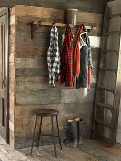 This rustic hallway gives guests a place to hang their hats. #decorating