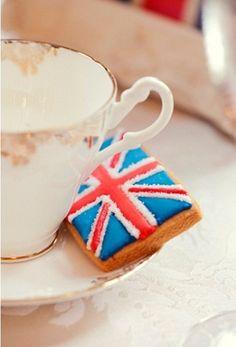 tea & (Union Jack) biscuits
