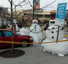 I just love the horrified face of the middle snowman