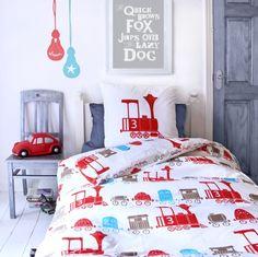 Jongenskamer   Blue and red boys room.
