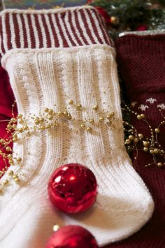 Christmas Stockings knit in Cascade Yarns 220 >> downloadable knitting pattern on Ravelry