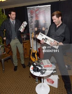 Television personalities Drew Scott and Jonathan Scott attend the... News Photo 455047591 | Getty Images