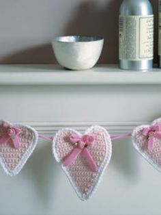 free pattern, knitting patterns, free crochet, heart bunt, heart shape, crochet hearts, buntings, crochet patterns, garland