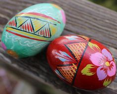 Vintage handpainted wooden eggs from Poland spotted on Etsy. So pretty.