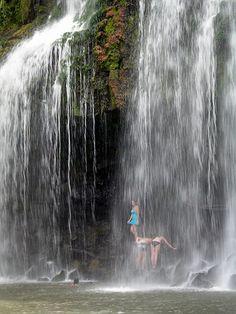 Catarata Llanos de Cortes    Costa Rica~this looks so beautiful! I'd love to visit this waterfall!!! :)