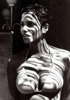 Halle Berry en ropa interior
