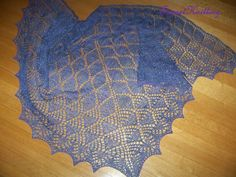 Ravelry: Project Gallery for Leaf and Flower Shawl pattern by Linda Choo FREE PATTERN ♥ >2750 FREE patterns to knit ♥ GO TO: pinterest.com/.... for more than 2750 FREE patterns to KNIT