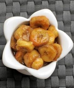 This Slow Cooker Bananas Foster Recipe is INSANELY GOOD! Made with honey, rum extract, and coconut oil for a delicious and healthy dessert! #desserts #recipes #skinnyms #healthy