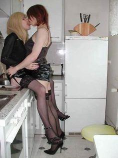 gurls kissing......