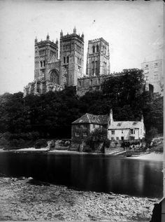 Durham Cathedral, from the river http://europeana.eu/portal/record/09405n/154CAF327D75B3EEDD4E47C4A6D817EDC7AB104B.html