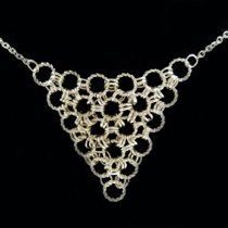 This Easy Chainmaille Necklace pattern is a great piece for those of you just starting or thinking of starting to make chainmaille jewelry.