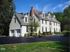 OLD ORCHARD DR  Weston, CT GORGEOUS, 6 BR CENTER HALL COLONIAL BEAUTIFULLY SITED ON THE SAUGATUCK RIVER. STATELY MOLDINGS THROUGHOUT, 3 FPLS, 4.5 BTHS, HDWD FLRS. FR & MASTER BR DECKS OVERLOOK RIVER. VERY PRVT SETTING.