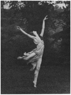 Arnold Genthe- Dancer Lisa Duncan – one of Isadorables, 1920s