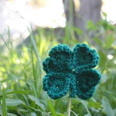 crochet a #shamrock for St Patrick's Day, out of four little hearts