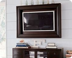 How to build a TV frame: tutorial by Brooke Ulrich of All Things Thrify. || @allthingsthrift