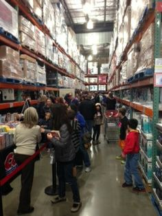 From Steve Tager's cellphone, with a note: We start in 3 minutes, over 700 people in line for the signing so far. @Costco Costco   #HardLuck   #JeffKinney