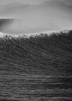 A beautiful monochromatic gif of the ocean.