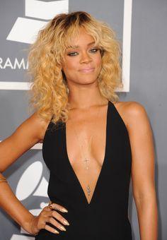 Rihanna Medium Curls