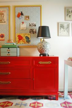 Love everything about this office...the colors, the credenza, the Parsons desk, the bulletin boards... by lois