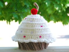 cherri cupcak, crochet hats, crochet cupcak, crochet cherri, beanie hats, crochet patterns, crochet baby cupcake hat, gift idea, cupcak hat
