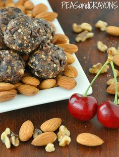 Chocolate Cherry Fruit and Nut Balls [quick + easy!] via @Jenn @ Peas and Crayons