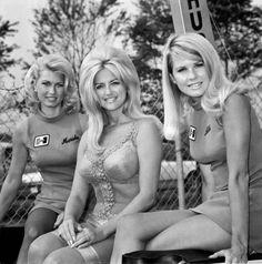Linda Vaughn (center)