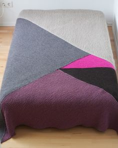 Knit blanket - use to make a coverlet for the maser bedroom? hmmm..