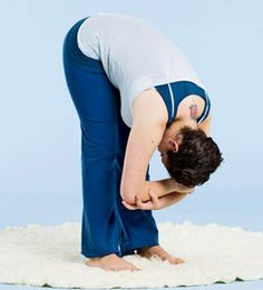 Nighttime stretches to help you sleep better (and improve your flexibility). Need to try!