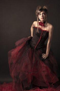 Vestido de quince gótico o emo en rojo y negro - Gotic or emo fifteen dress in black and red