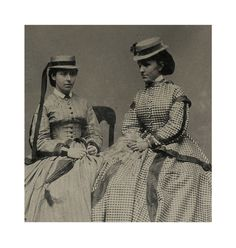 SMALL TINTYPE PHOTO IN CASE    PORTRAIT OF TWO BEAUTIFUL WOMEN
