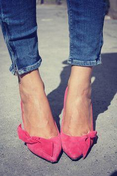 pink tootsies + skinny jeans