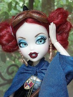 Lovely Bratzillaz dolls with their pretty eyes.