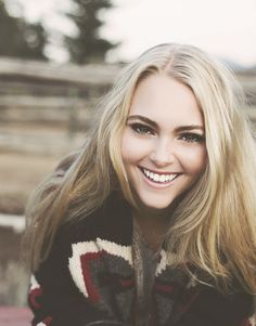 Anna Sophia Robb... MY FAV ACTOR I thought she should be playing triss not shailene woodley, I still like shailene but Anna Sophia would DEFINATELY be a better choice