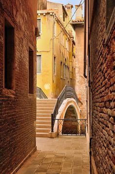 The magical pathways winding through Venezia...