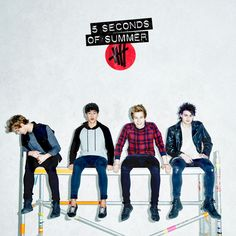 You gkt Luke,Calum and Michael staring at the camera and Ashton looking over the side lol :)