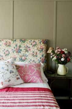 Love the mixed prints and such a sweet and charming setting.