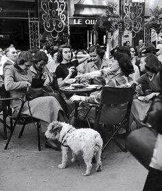 A bustling Parisian cafe, 1950s. Photo by Gordon Parks. #vintage #1950s #France