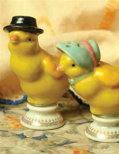 chick salt and pepper shakers