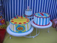 3 round cakes??