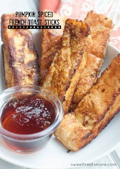 Pumpkin Spiced French Toast Sticks || Sweet Treats & More #breakfast #recipe #pumpkin