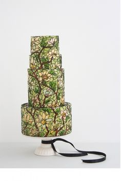 I am so drawn to Queen of Hearts Couture Cakes  - think it's because I've always loved Tiffany Lamps and stained glass