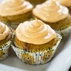 Spiced pumpkin cupcakes w/cream cheese frosting