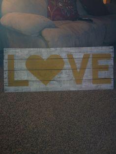 Pallet sign love