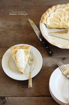 Homemade banana cream pie with a surprise on the bottom! #pie #recipe YUM!